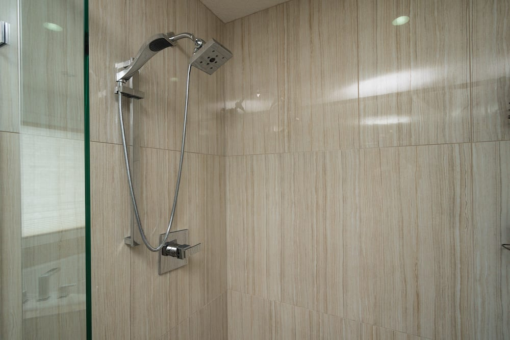 132 Baysprings Court Ensuite Shower