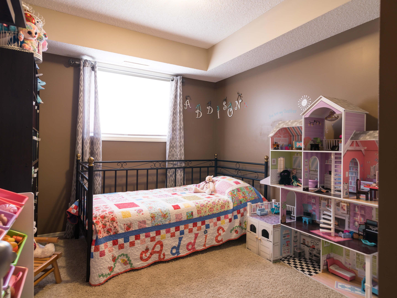 Hello Gorgeous - 302 Saddlebrook Pt NE - Tara Molina Real Estate (13 of 20)