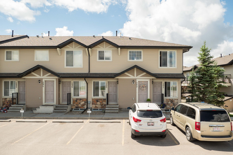 Hello Gorgeous - 302 Saddlebrook Pt NE - Tara Molina Real Estate (20 of 20)