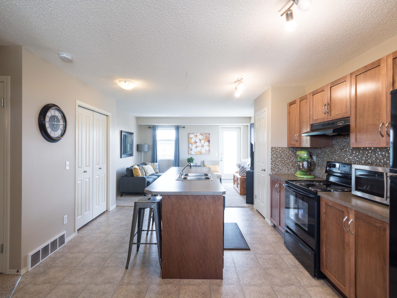 Hello Gorgeous - 302 Saddlebrook Pt NE - Tara Molina Real Estate (4 of 20)