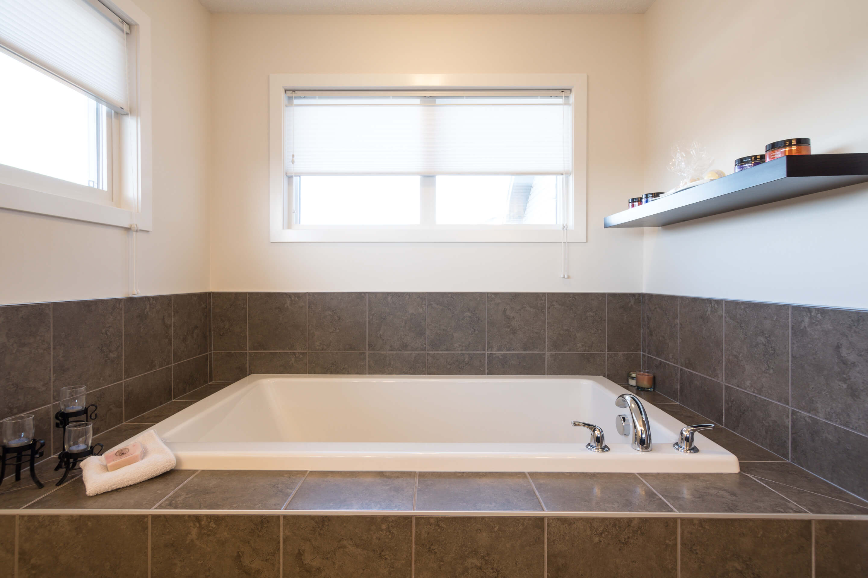 Hello Gorgeous - 213 Hillcrest Drive Airdrie - Tara Molina Real Estate (18 of 31)