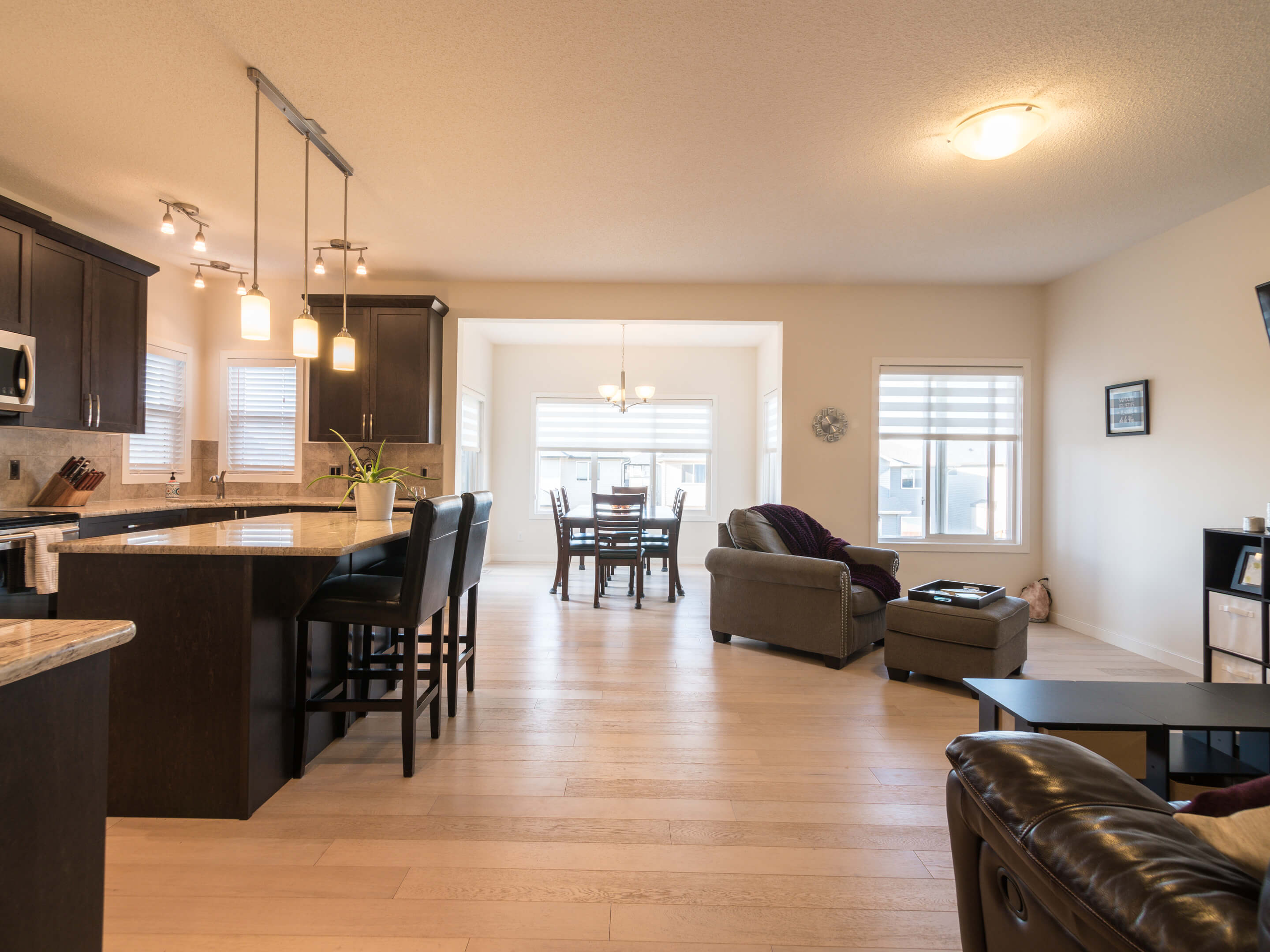 Hello Gorgeous - 213 Hillcrest Drive Airdrie - Tara Molina Real Estate (3 of 31)