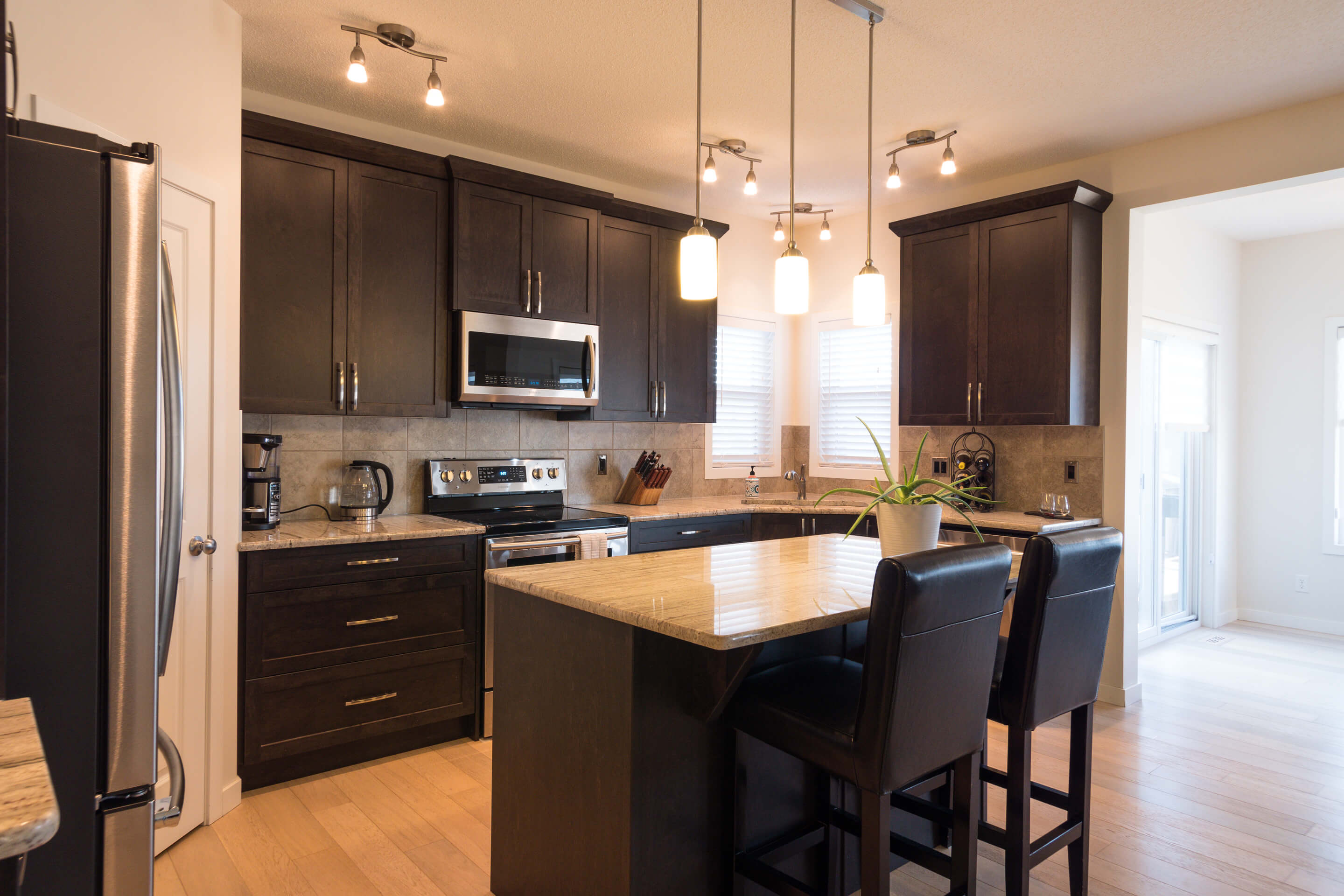 Hello Gorgeous - 213 Hillcrest Drive Airdrie - Tara Molina Real Estate (4 of 31)