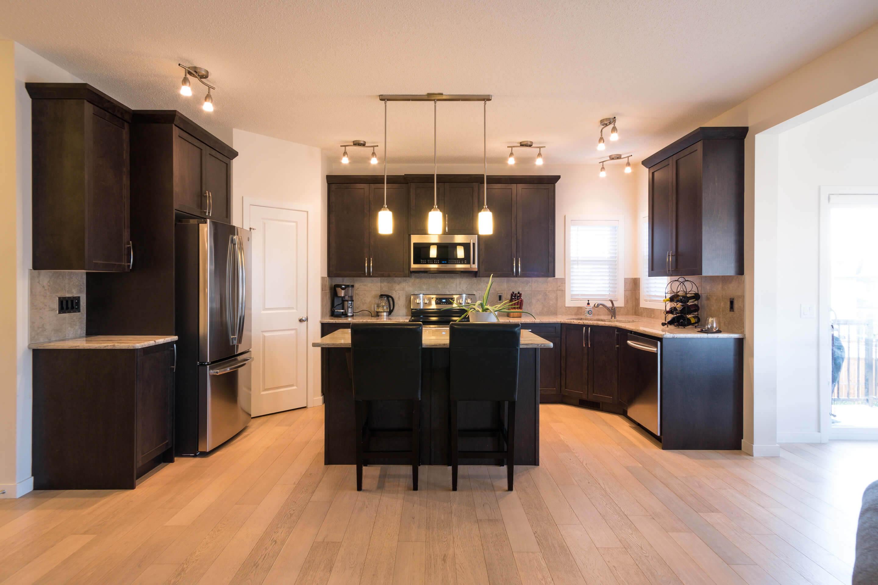 Hello Gorgeous - 213 Hillcrest Drive Airdrie - Tara Molina Real Estate (8 of 31)
