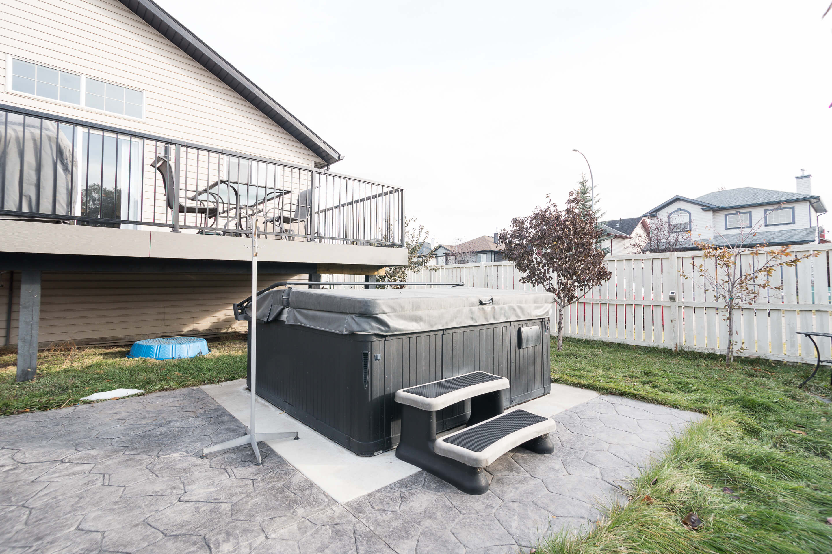 Hello Gorgeous - 225 Stonegate Crescent NW Airdrie - Tara Molina Real Estate (18 of 37)