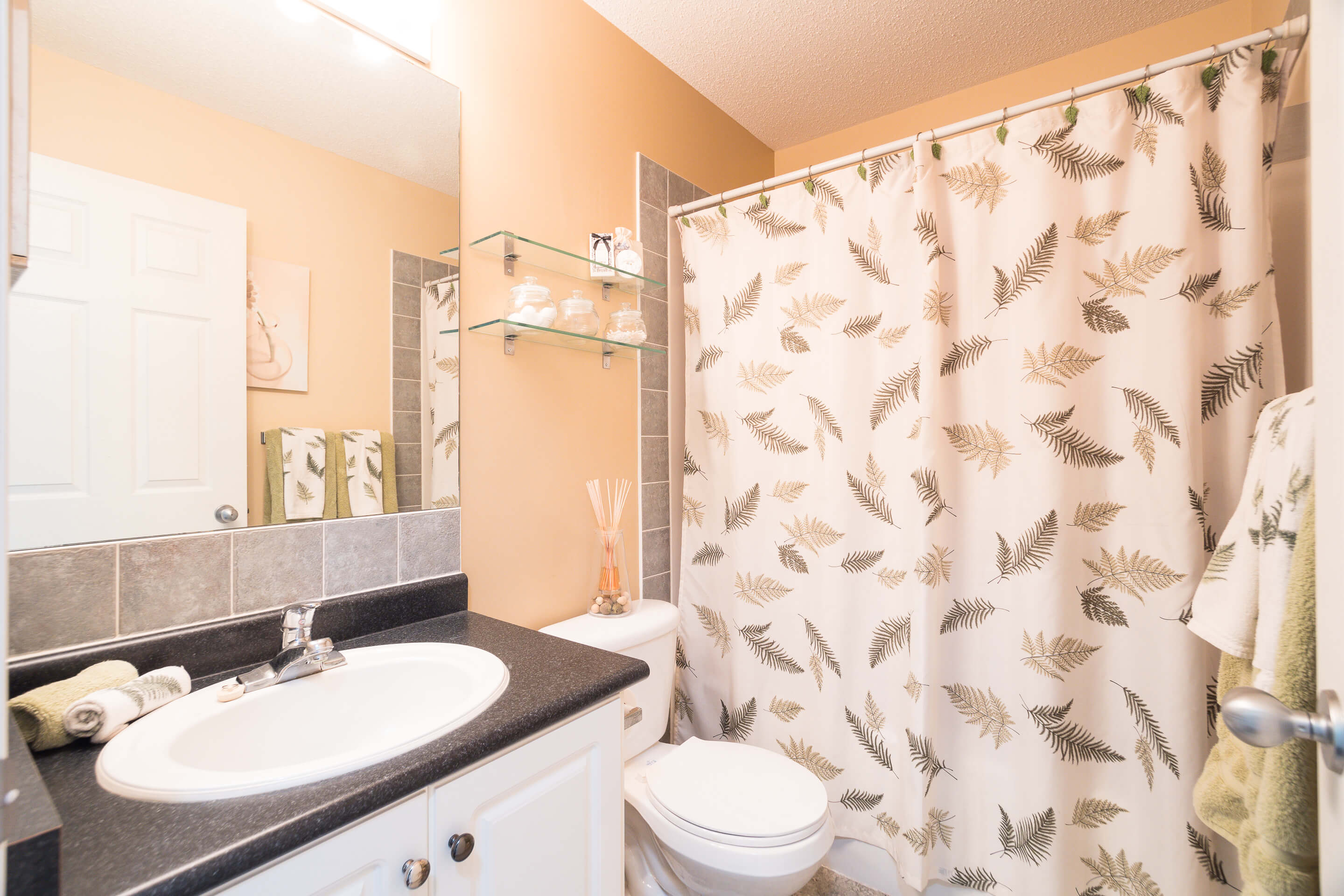Hello Gorgeous - 225 Stonegate Crescent NW Airdrie - Tara Molina Real Estate (28 of 37)