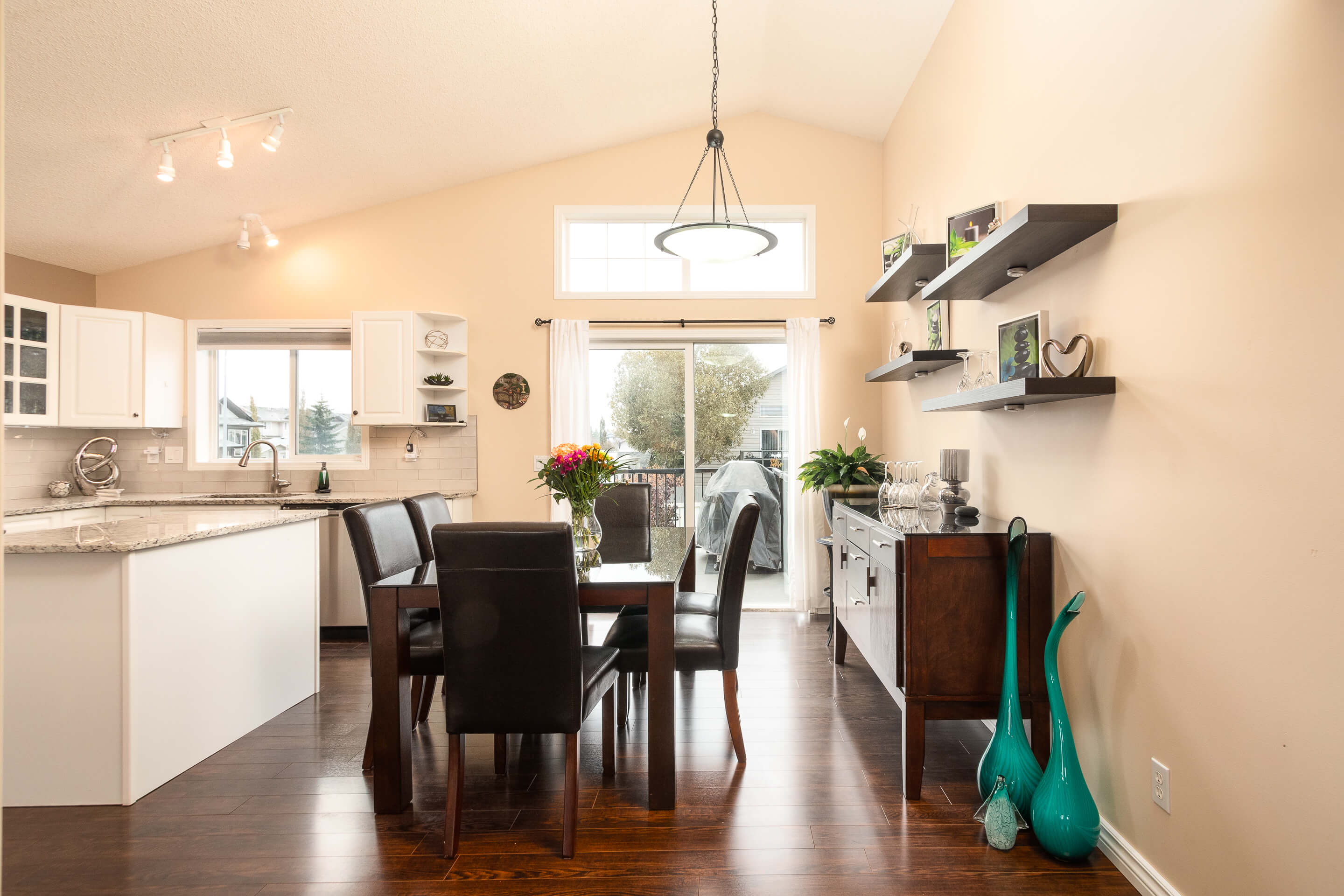 Hello Gorgeous - 225 Stonegate Crescent NW Airdrie - Tara Molina Real Estate (4 of 37)