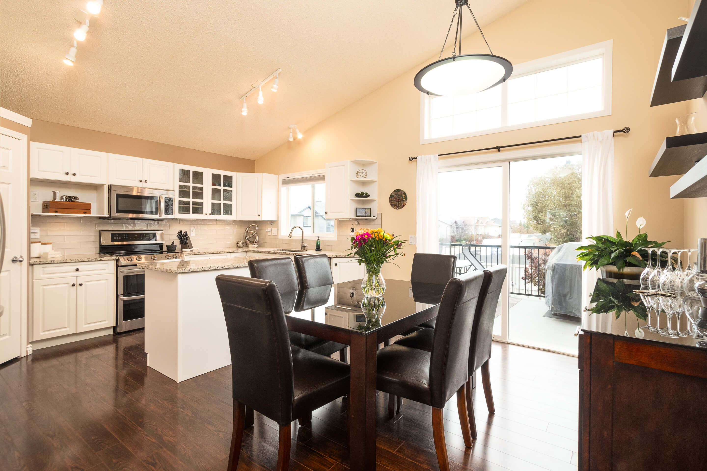 Hello Gorgeous - 225 Stonegate Crescent NW Airdrie - Tara Molina Real Estate (5 of 37)