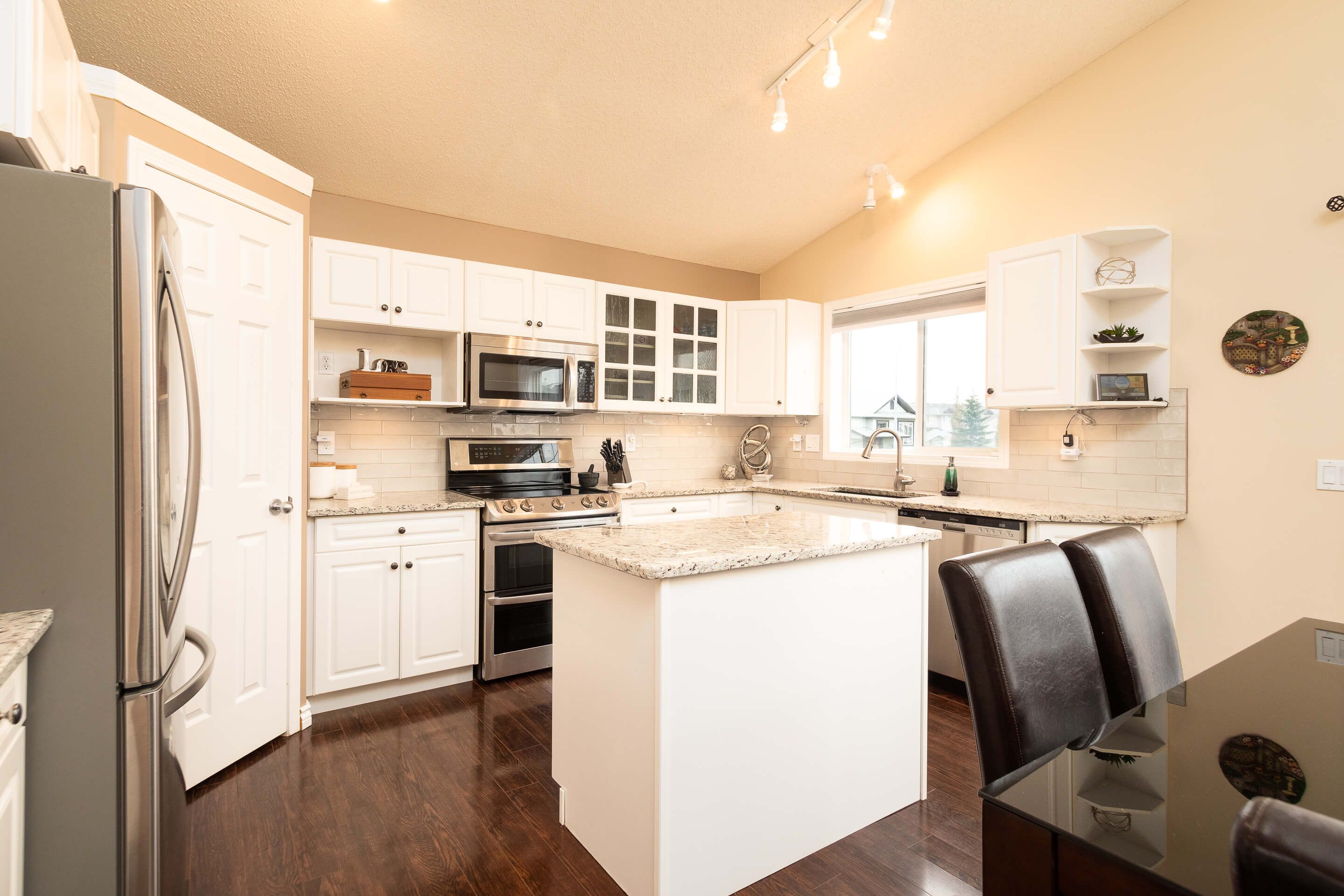 Hello Gorgeous - 225 Stonegate Crescent NW Airdrie - Tara Molina Real Estate (6 of 37)