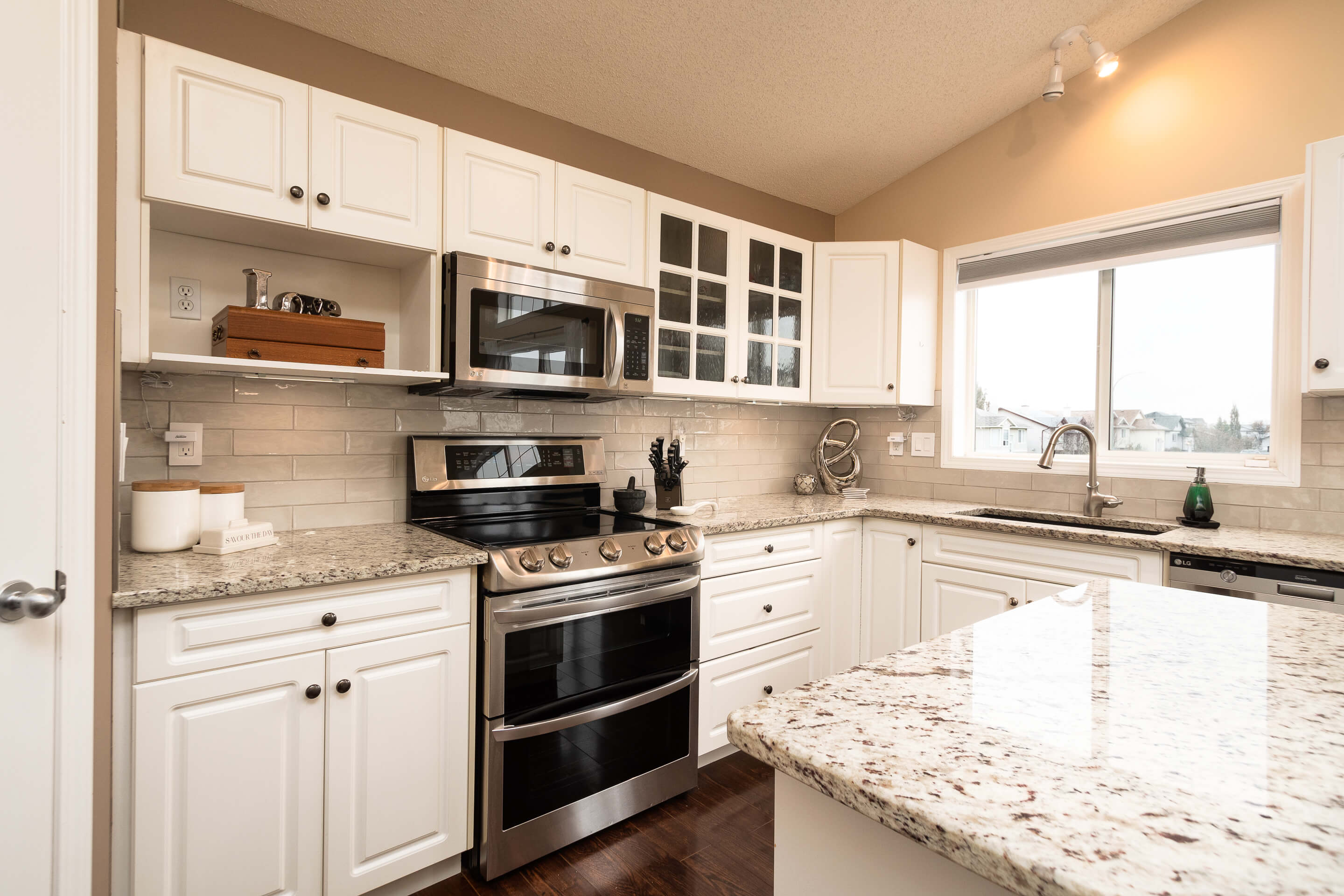 Hello Gorgeous - 225 Stonegate Crescent NW Airdrie - Tara Molina Real Estate (7 of 37)