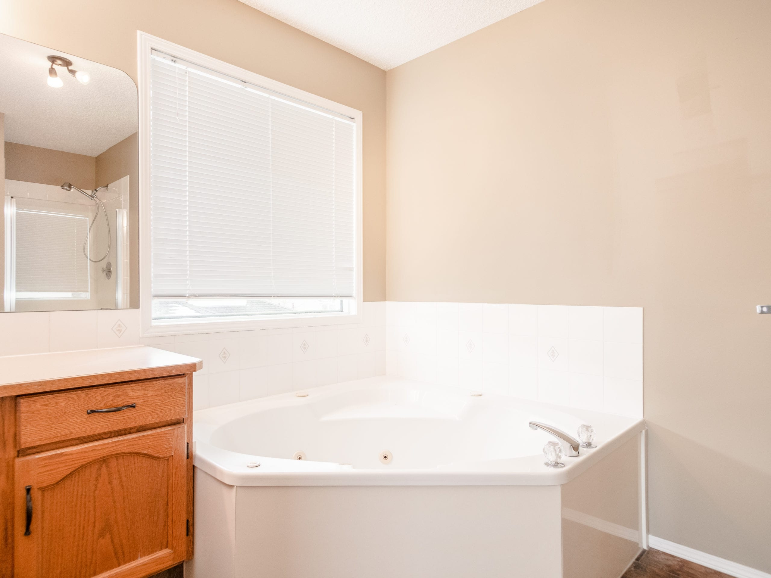 Hello Gorgeous - 143 Woodside Road NW, Airdrie AB. - Tara Molina Real Estate (28 of 54)