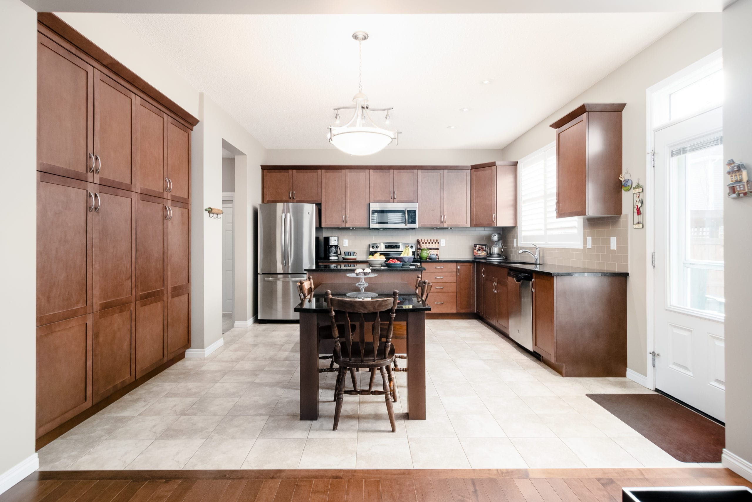 Hello Gorgeous - 503 Windbrook Heights SW Airdrie - Tara Molina Real Estate (15 of 58)