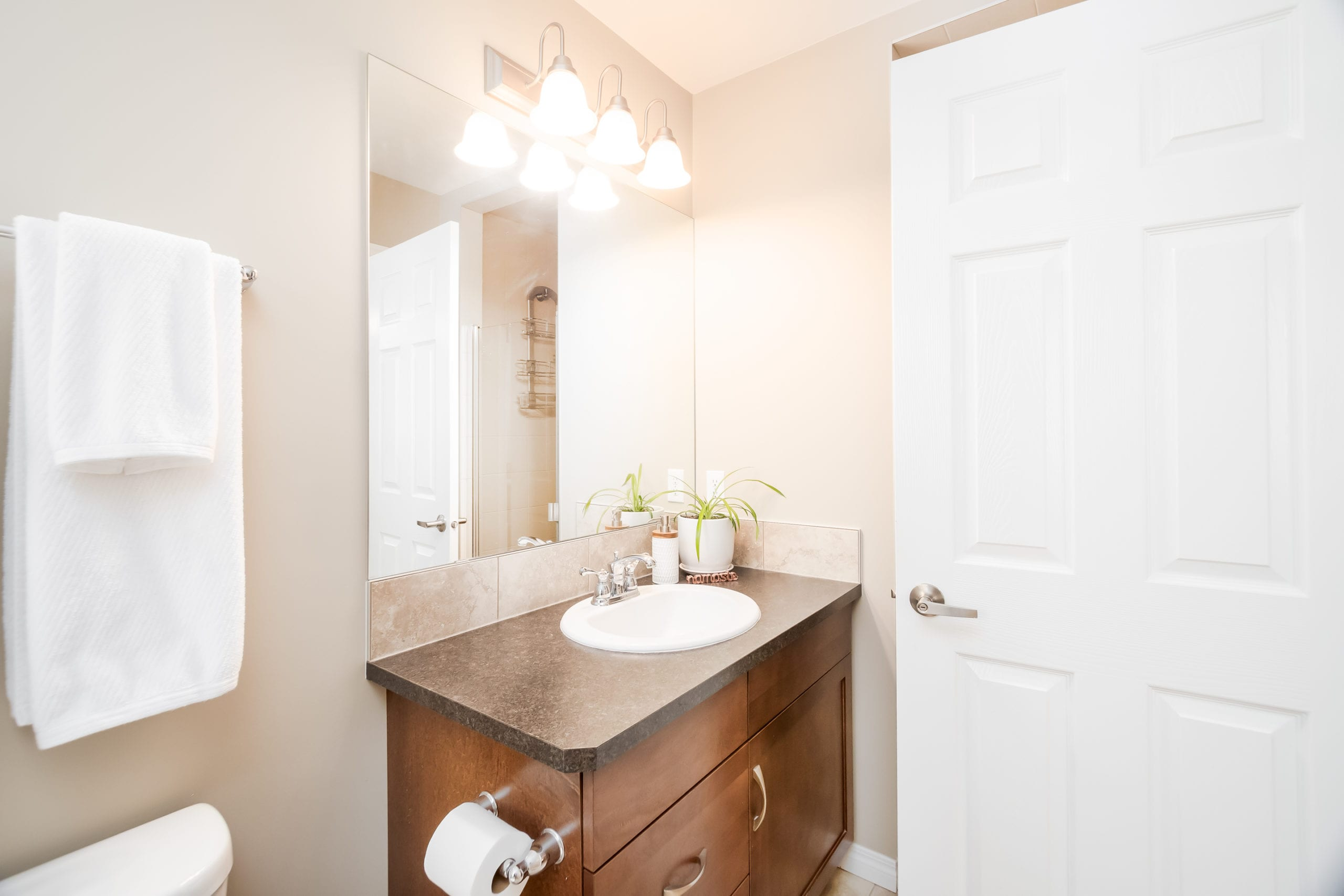 Hello Gorgeous - 503 Windbrook Heights SW Airdrie - Tara Molina Real Estate (27 of 58)